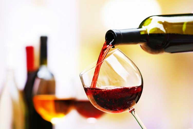 Il vino rosso fa male ai denti